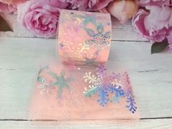 Фатиновая лента с разноцветными снежинками цв. персиковый 60мм.