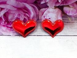 "Патч из глянцевого кожзама ""сердце"" цв. красный 38х30 мм."