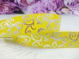 Репсовая лента с серебряным орнаментом цв. желтый 25 мм.