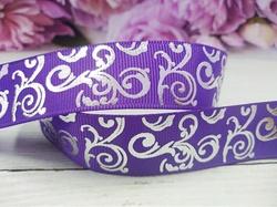 Репсовая лента с серебряным орнаментом цв. фиолетовый 25 мм.