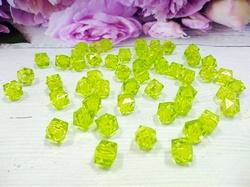 Бусины акриловые многогранные цв. салатовый, куб 10х10 мм. (50 шт.)